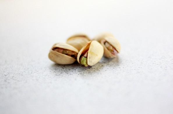 Полезные свойства фисташек и противопоказания к их употреблению, состав и пищевая ценность фисташек, вред соленых фисташек для организма