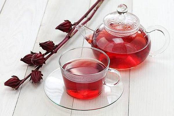 Вредные и полезные свойства Гибискуса, его химический состав и способ приготовления чая из китайской розы.