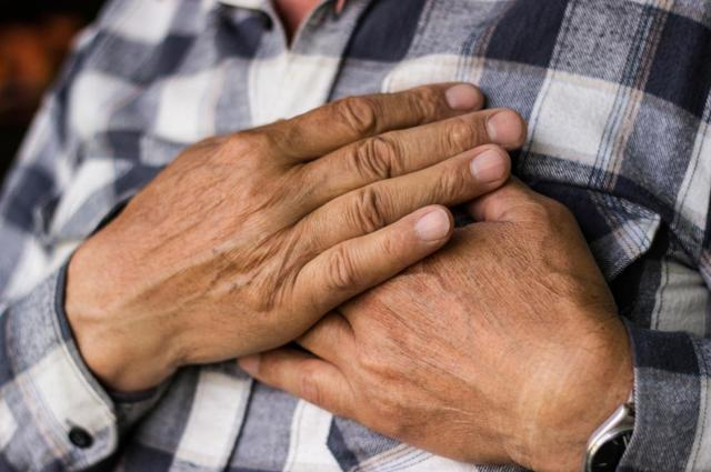 Рак груди у мужчин: симптомы, причины развития, способы диагностики и лечения