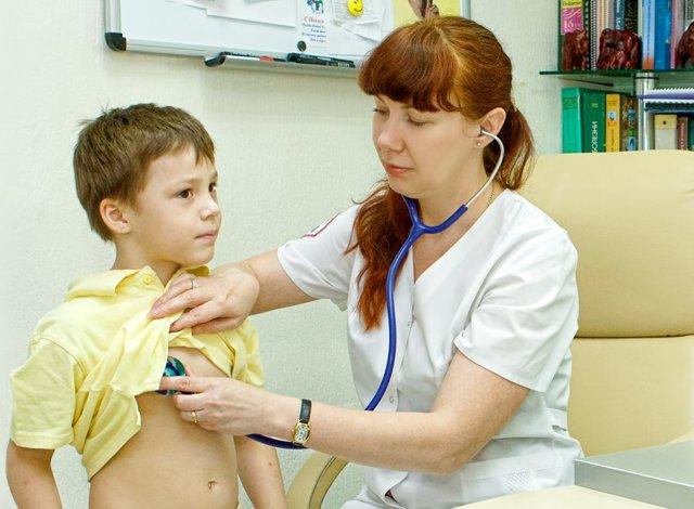 Увеличились лимфоузлы под мышками у женщины, мужчины, ребенка: причины, что делать
